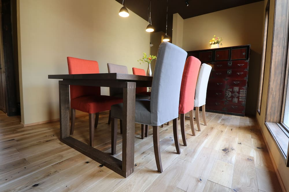 Basic Cottage - In-Room Dining