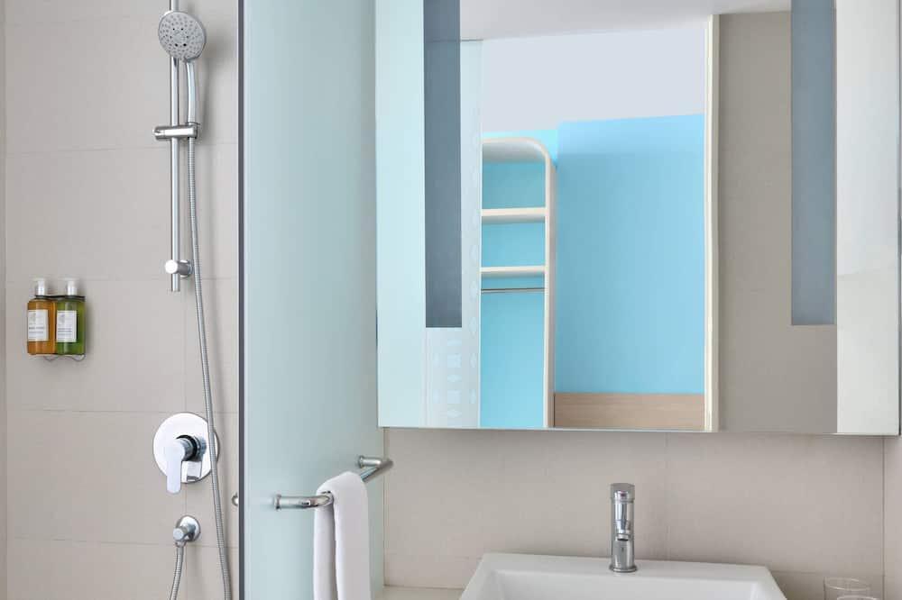 Superior Room, 1 Queen Bed, Non Smoking, City View - Bathroom