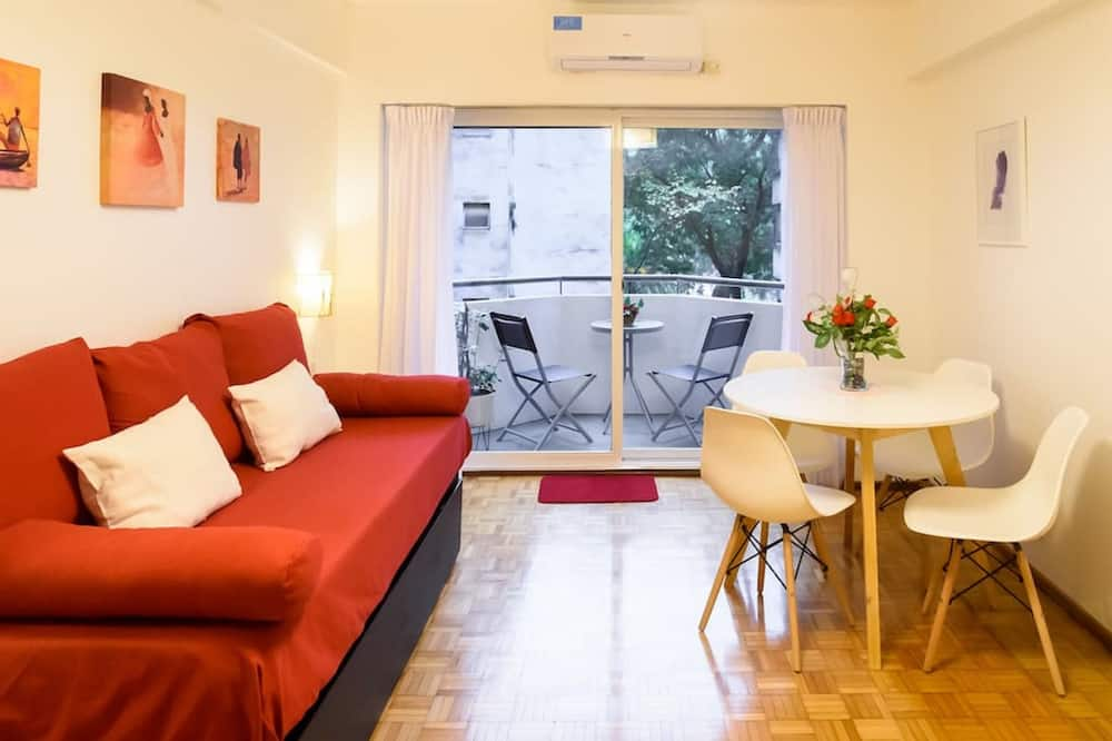 Family Apartment, Multiple Beds, Non Smoking, City View - Living Area