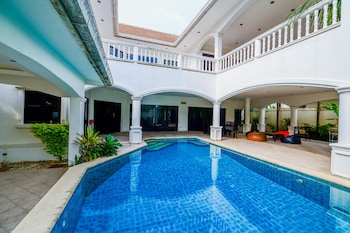 Picture of Baan Bali 5 bedroom Pool Villa By Pinky in Pattaya