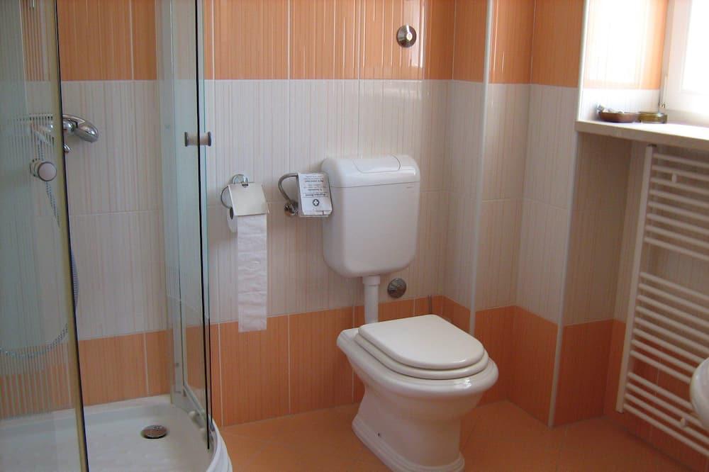 Twin Room, 2 Twin Beds, Non Smoking - Bathroom