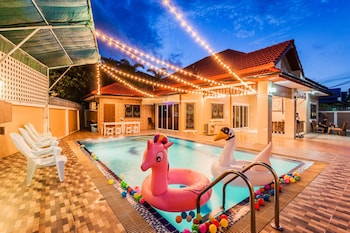 Picture of Baan Bowa Pool Villa By Pinky in Pattaya