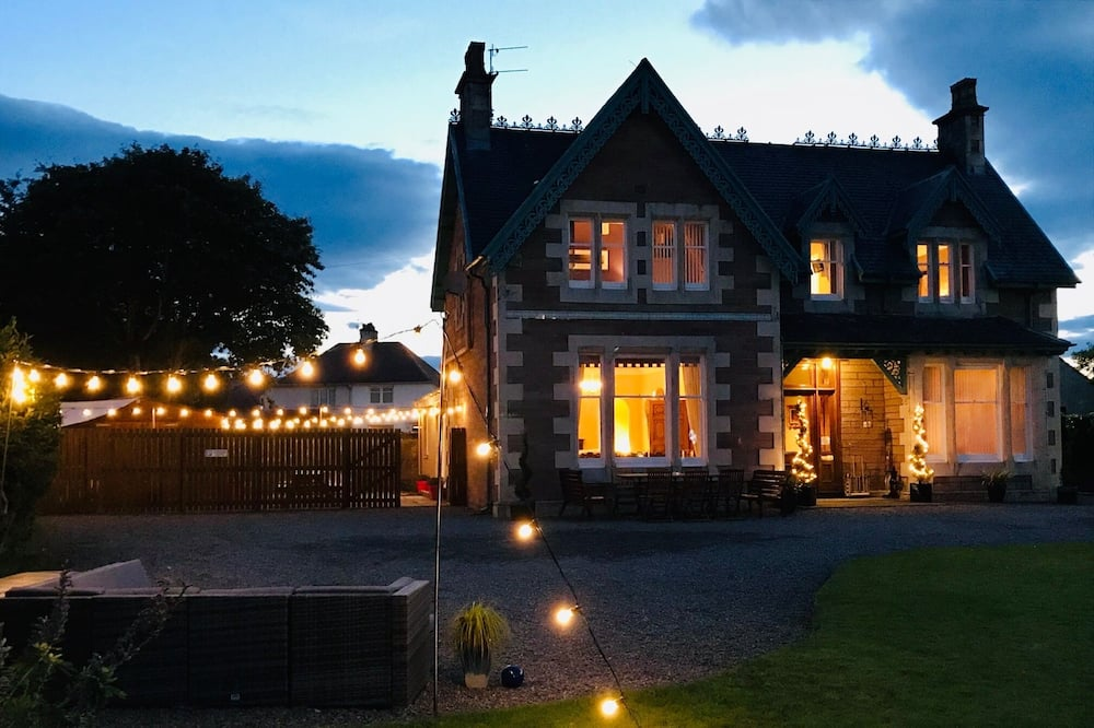 Deluxe Villa - Front of property - evening