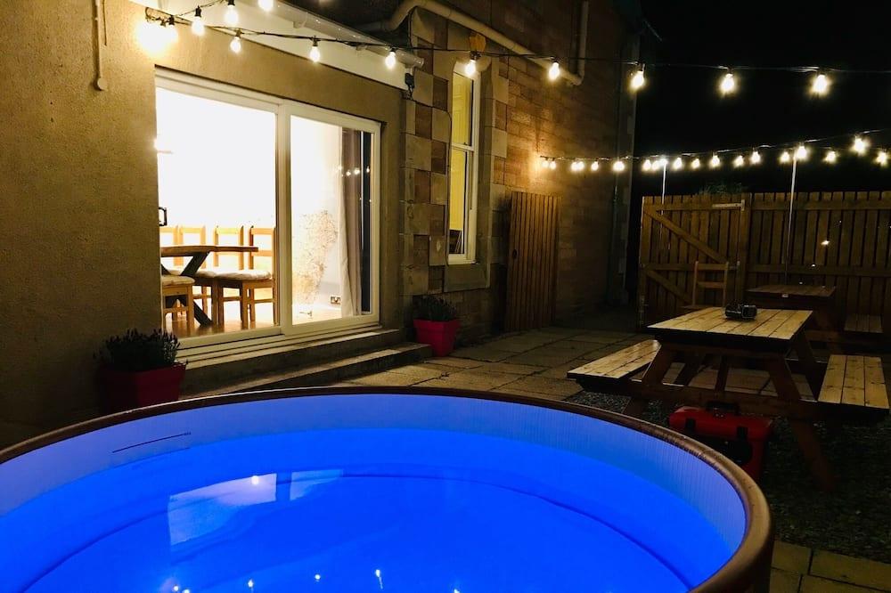 Deluxe Villa - Outdoor Spa Tub
