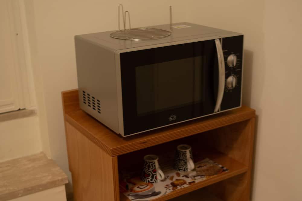 Triple Room - Microwave