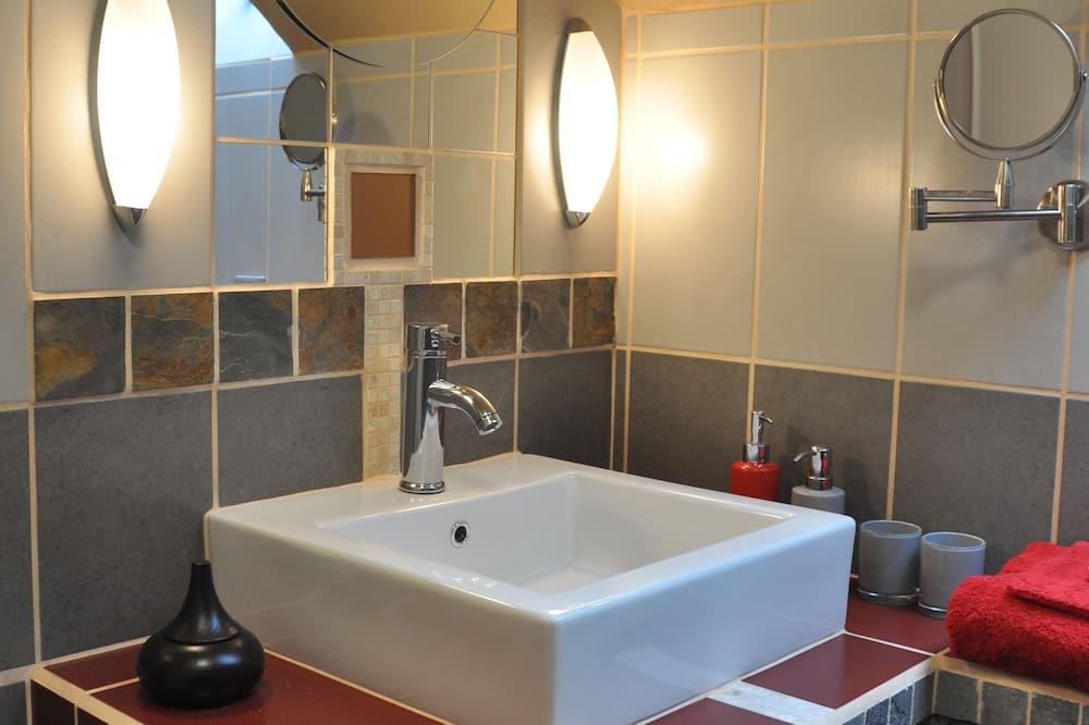 Üç Kişilik Oda (Rouge Terre) - Banyo