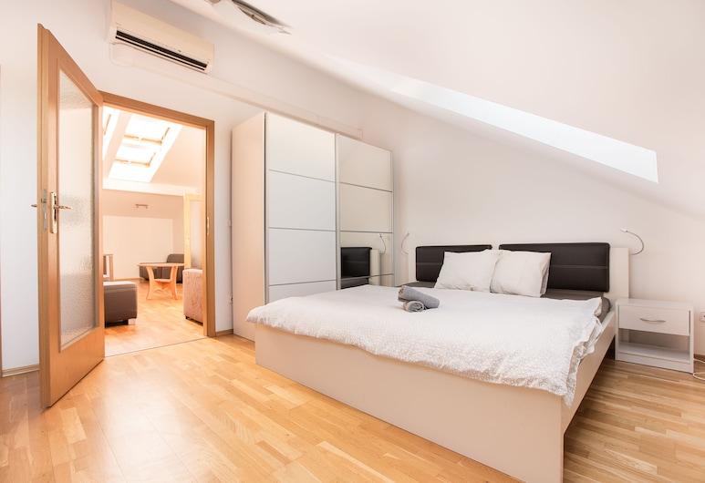 Premier Apartment Vysehrad, Prague, Appartement, plusieurs lits, non-fumeurs, vue ville, Chambre