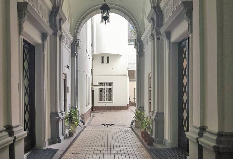 MTB Apartamenty Kopernika, Warsaw, Property entrance