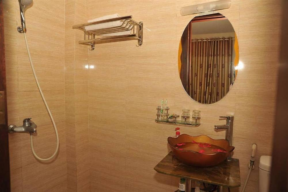 Economy Tek Büyük Yataklı Oda - Banyo