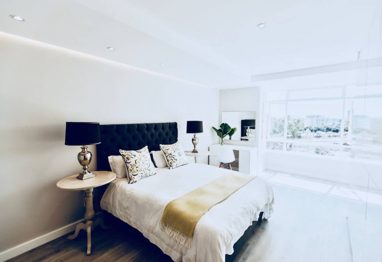 2 Bedroom Apartment in Green Point Cape Town, Cape Town, Room