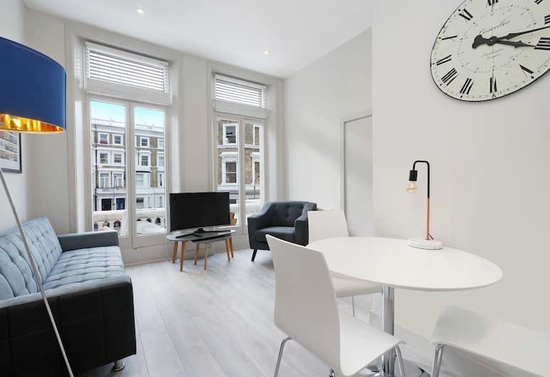 2 Bedroom Apartment in West Kensington, London, Area Keluarga
