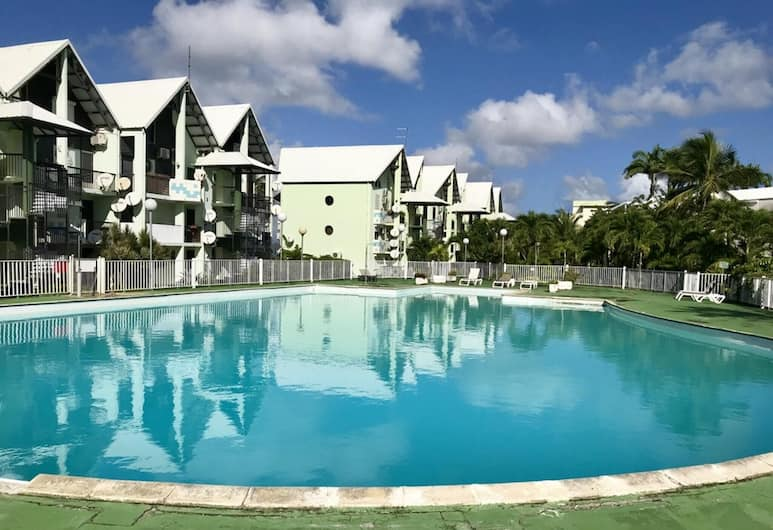 Studio in Pointe-à-pitre, With Wonderful sea View, Pool Access, Furnished Balcony - 700 m From the Beach, Le Gosier, Zwembad