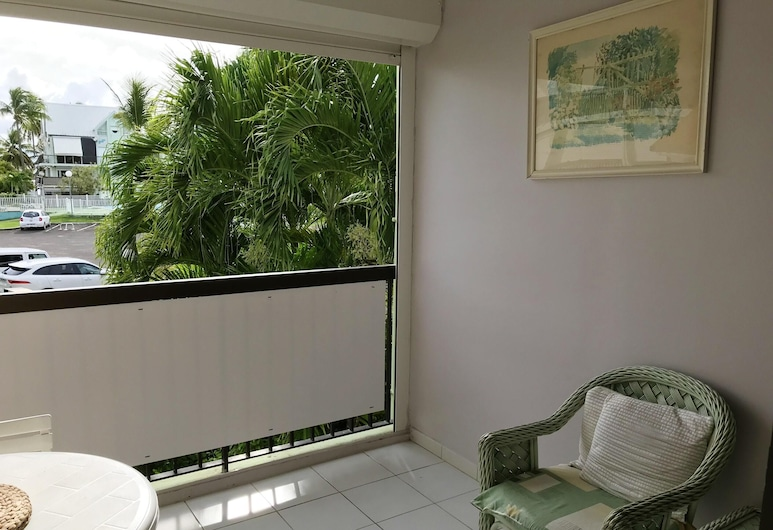 Studio in Pointe-à-pitre, With Wonderful sea View, Shared Pool, Furnished Balcony - 700 m From the Beach, Le Gosier, Terrace/Patio