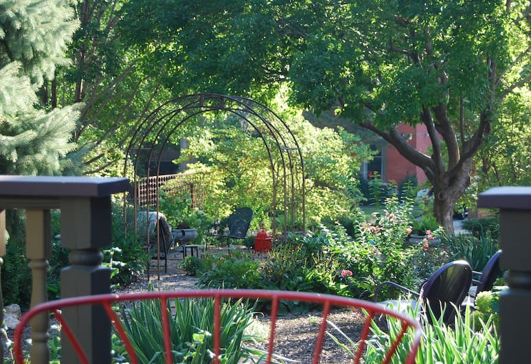 Jefferson House Bed and Breakfast, Kansas City, Property Grounds