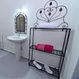 Family Suite, Private Bathroom - Bathroom