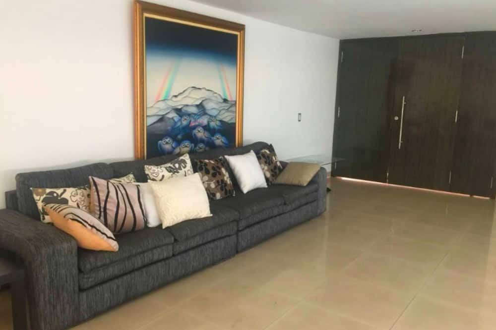House, 1 Double Bed, Non Smoking - Living Area