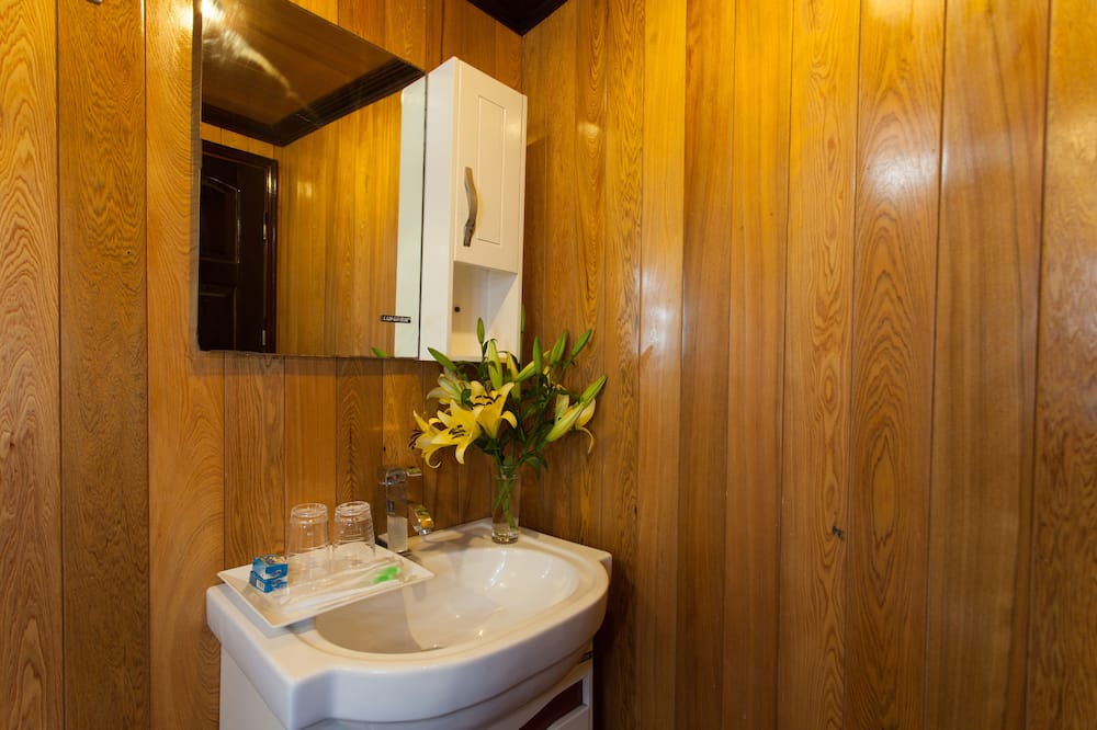 Family Room, Ocean View - Bathroom