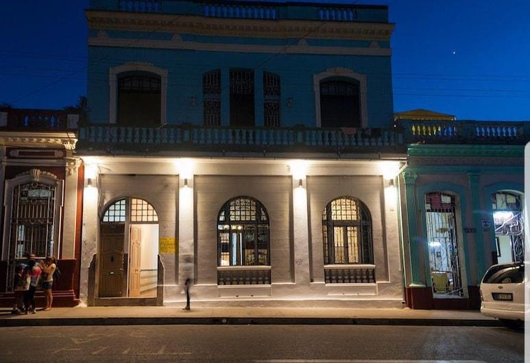 كاسا بوينافيستا, سينفيغوس, واجهة الفندق