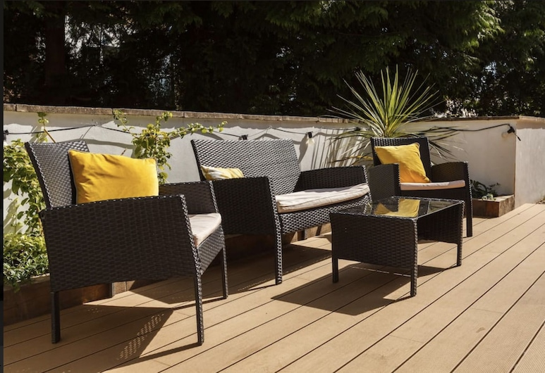 Dale House, Bournemouth, Two Bedroom Apartment, Private Decking Area, Terrace/Patio