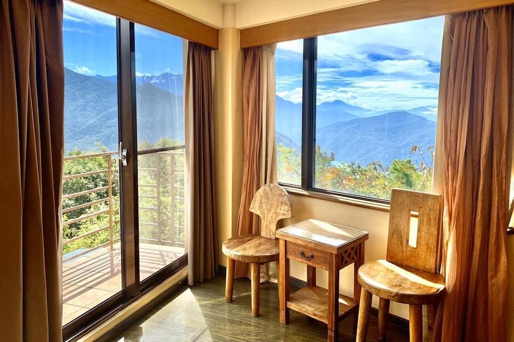 Četverokrevetna soba, balkon, pogled na planinu - Izdvojena fotografija