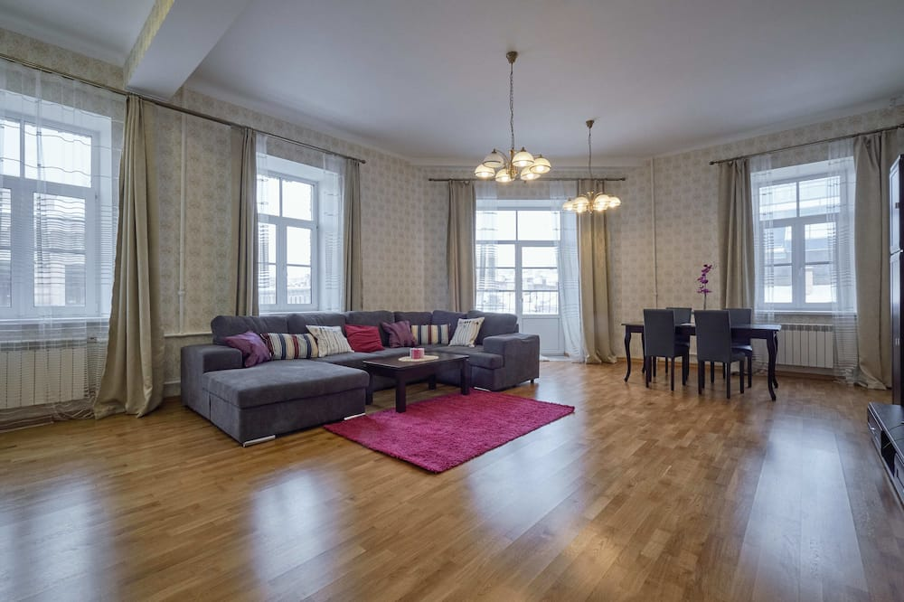 Deluxe Apartment, Balcony, City View - Living Room