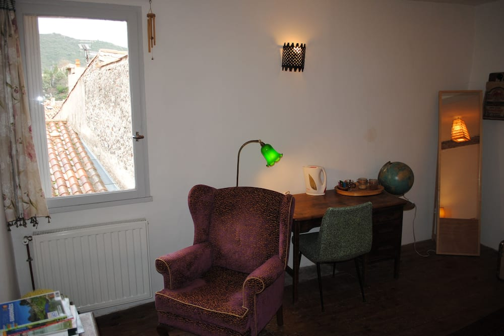 Double Room (Suite 1) - Living Area