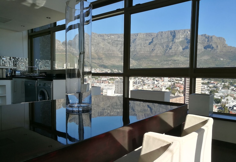 Cartwrights Apartments, Cape Town, Penthouse, Mountain View
