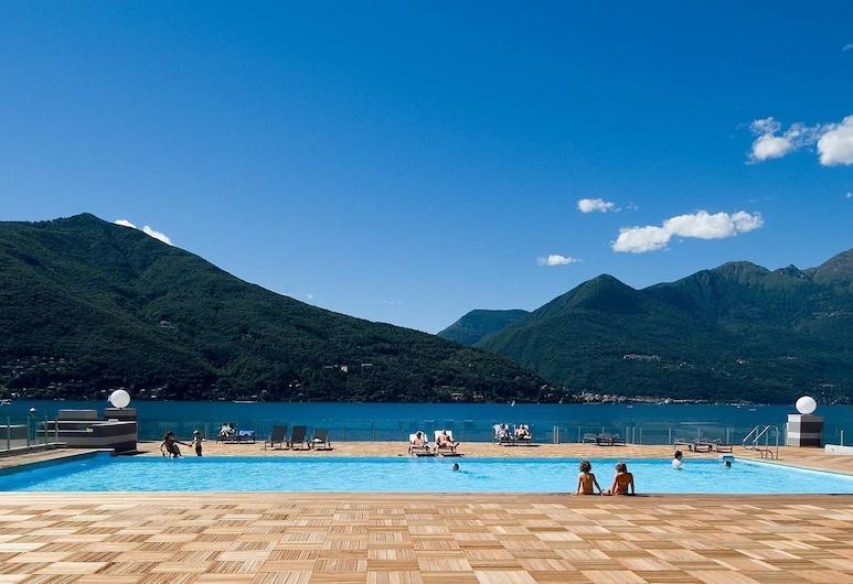 Contemporary 3 bed Apartment With Pool, Jacuzzi, Wifi, Maccagno con Pino e Veddasca, Pool