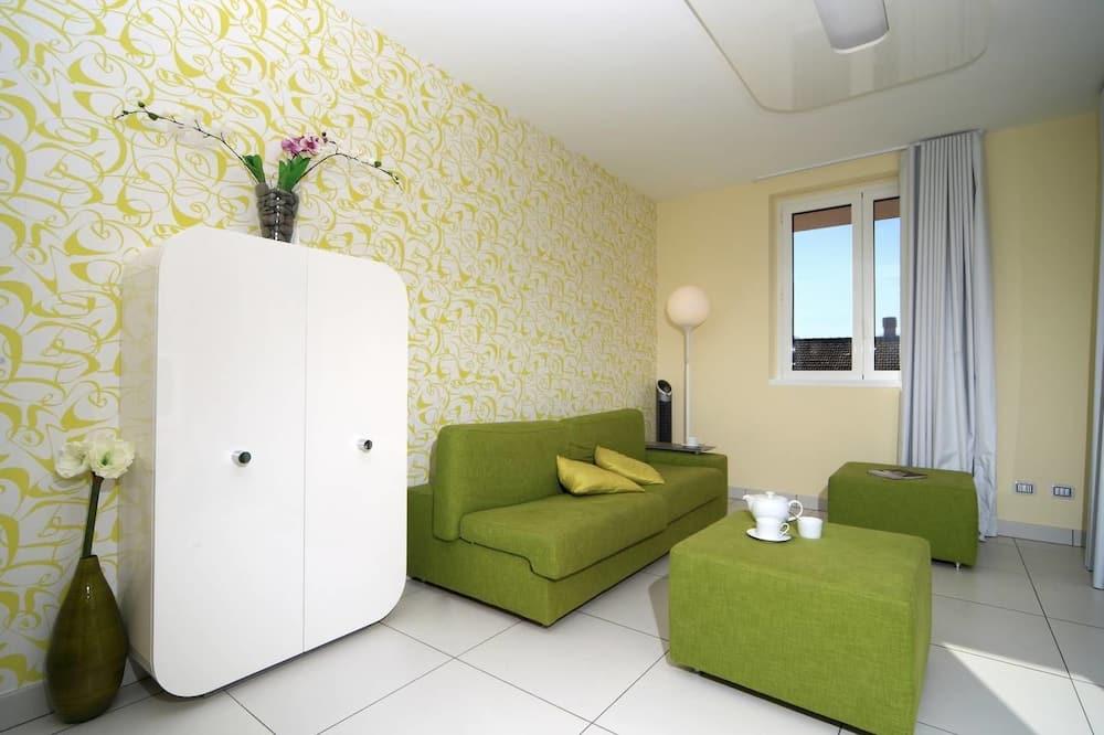 現代義式湖公寓飯店 - 附游泳池
