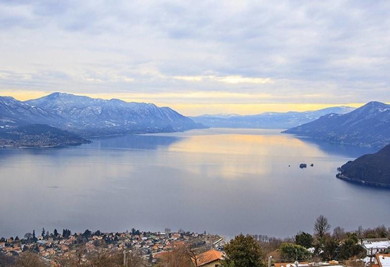 Authentic 3 bed Apartment With Amazing Lake Views, Maccagno con Pino e Veddasca