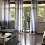 Apartment, 2 Bedrooms, Terrace, Lake View - Living Room
