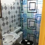 Стандартный трехместный номер, Несколько кроватей, для некурящих - Ванная комната