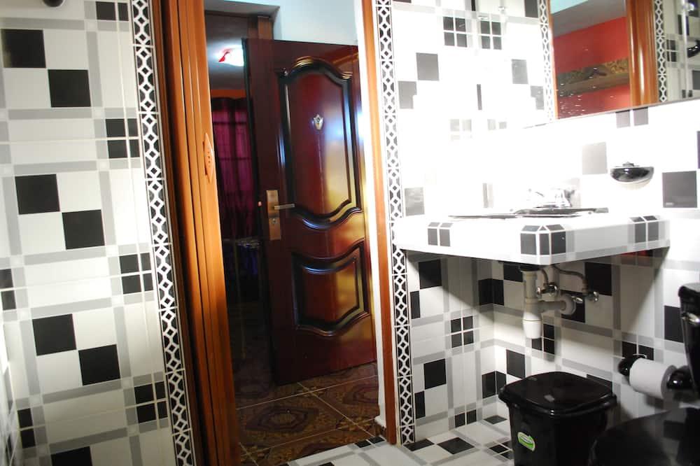 Standard - kolmen hengen huone, Useita sänkyjä, Tupakointi kielletty - Kylpyhuone