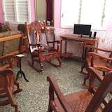 Standardní čtyřlůžkový pokoj, 2 dvojlůžka, nekuřácký - Obývací prostor