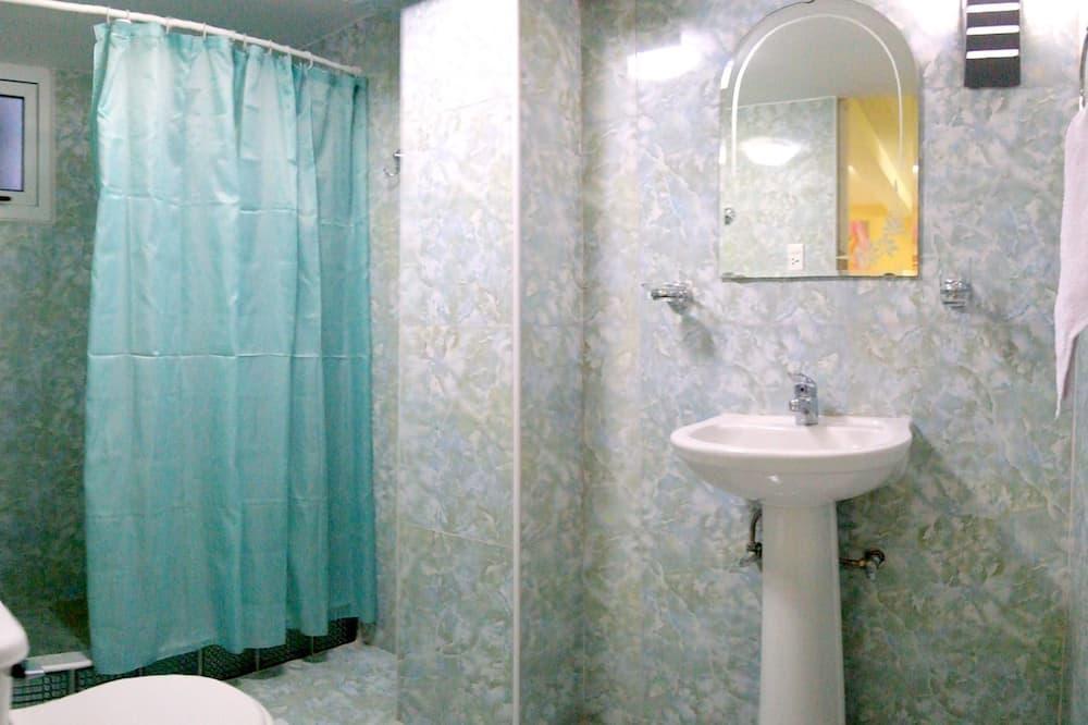 ファミリー トリプルルーム ベッド (複数台) 禁煙 - バスルーム
