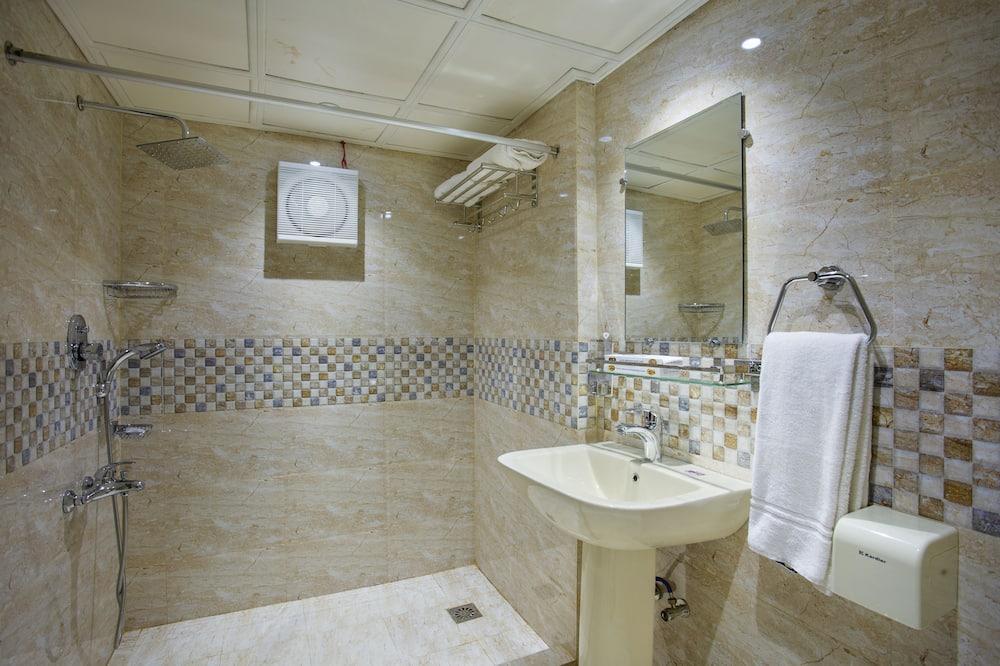 Двомісний номер «Делюкс», 1 ліжко «кінг-сайз», обладнано для інвалідів, для курців - Ванна кімната