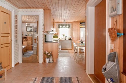 Lillarmsjö-cottage,