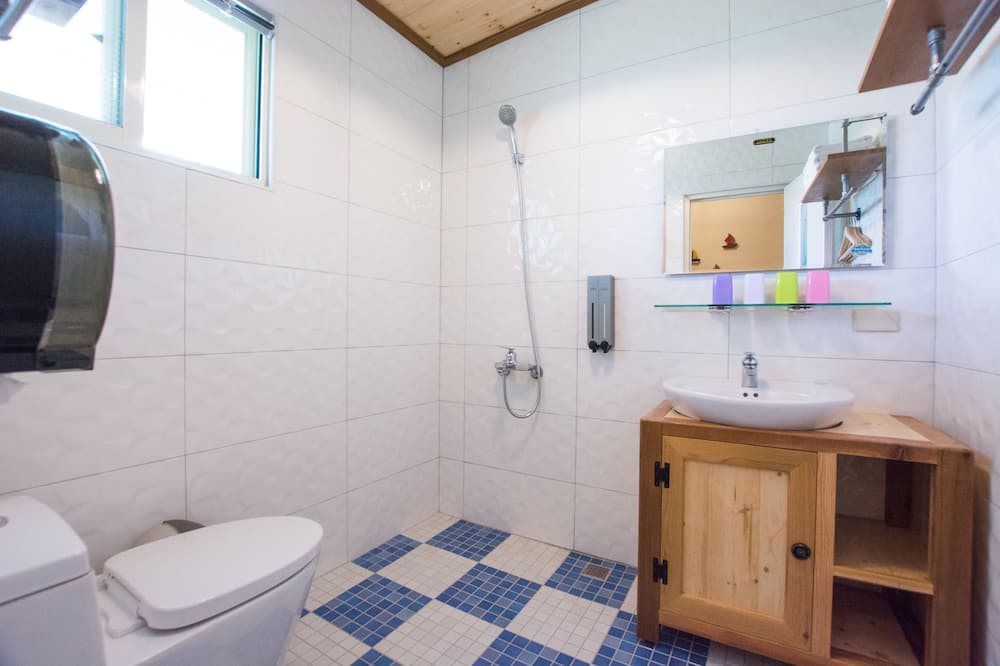 Family House, Multiple Beds, Non Smoking, Courtyard View - Bathroom