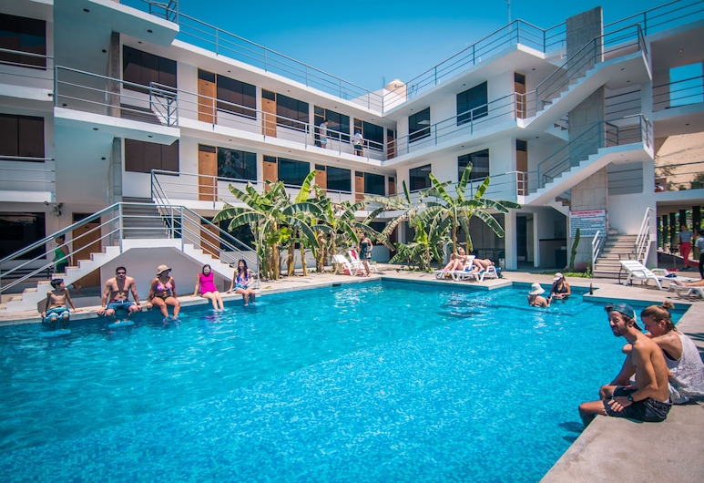 Carola Lodge, Ica, สระว่ายน้ำกลางแจ้ง