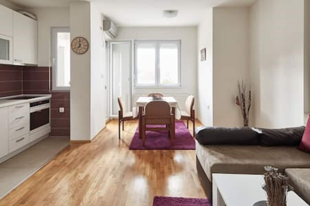 Standard Apartment, 1 Bedroom, City View - Living Area