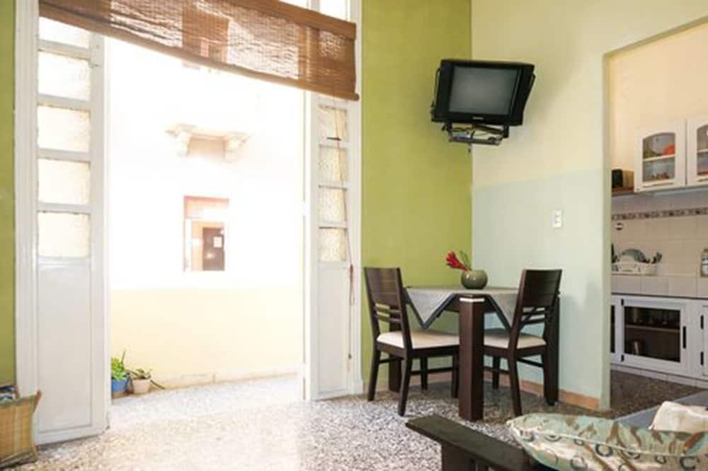 Basic apartman, több ágy, dohányzó - Nappali rész