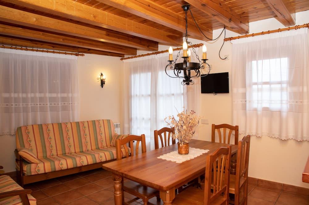 Апартаменти, 2 спальні, 2 ванни, з видом на гори - Вітальня