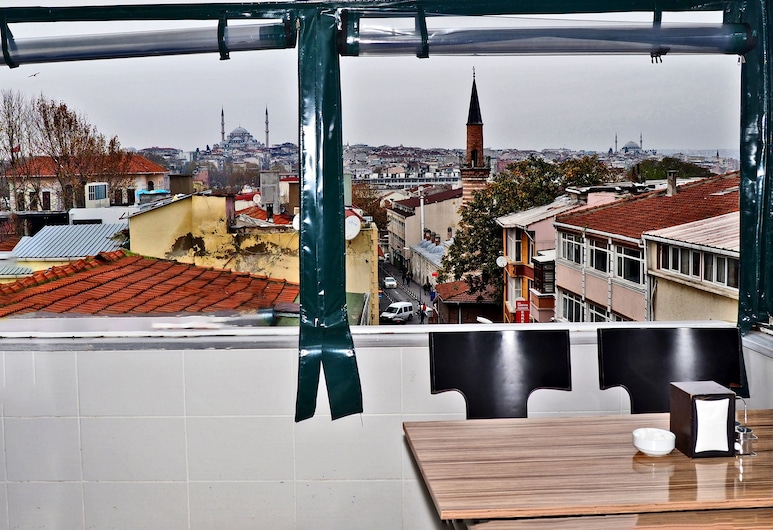 The Queen Hotel, Istanbul, Terrace/Patio