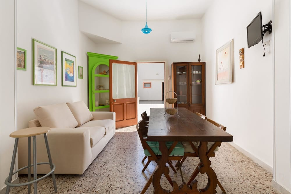 Family Apartment, 2 Bedrooms (1146) - Living Area