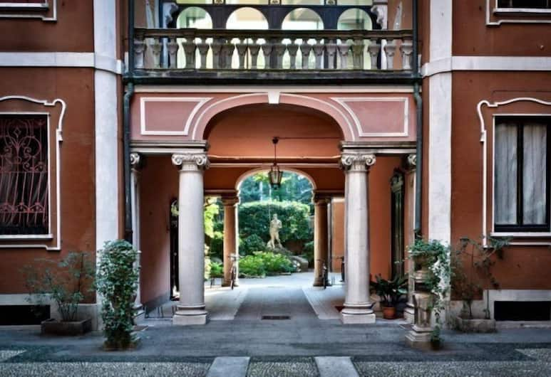 Boccaccio Apartment, Milan, Bagian luar