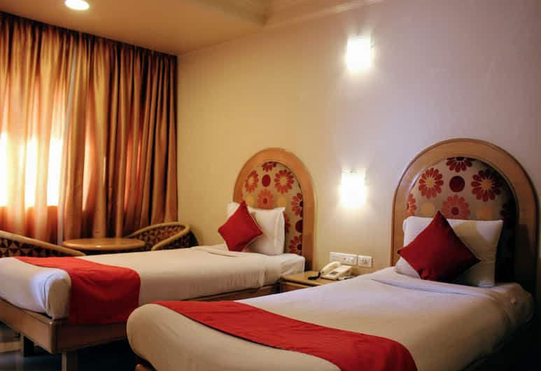 Risalo Hotel Indiranagar, Bengaluru, Deluxe Double or Twin Room, Multiple Beds, Smoking, City View, Guest Room