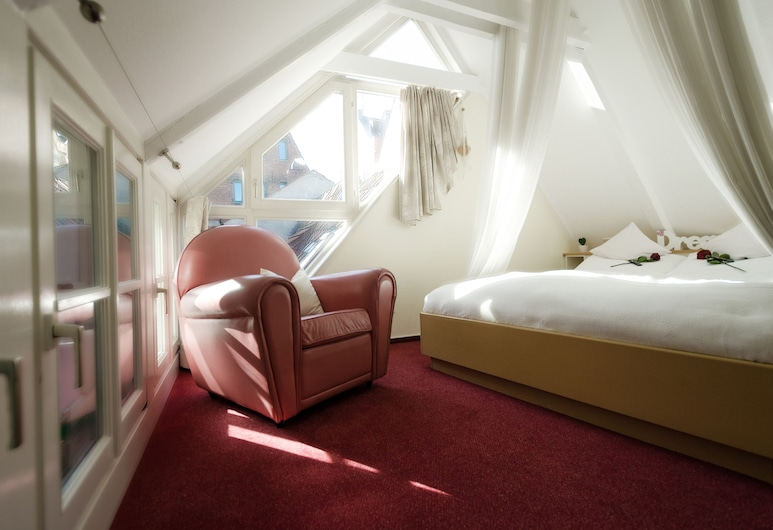 """wedding House"": Your Romantic Place to Stay in Bremen's old Town, Bremen, Room"