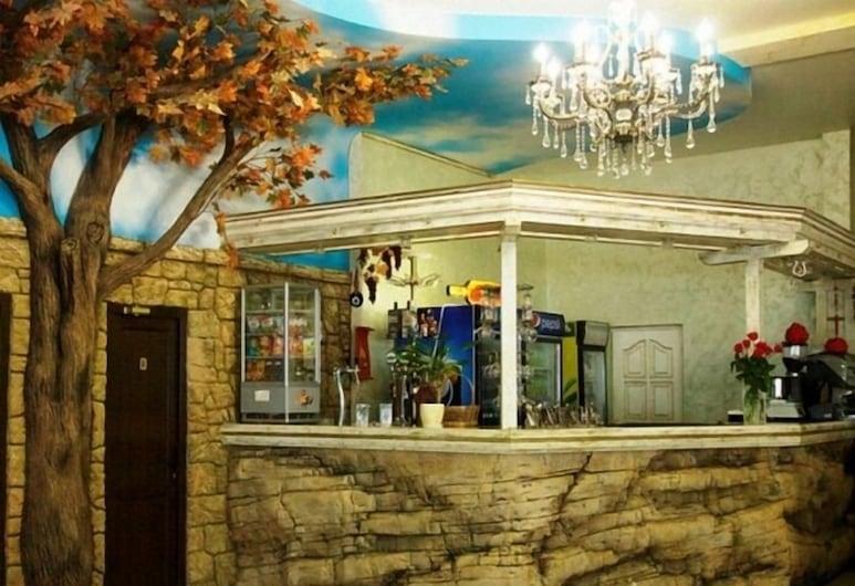 Bereg Hotel, Adlersky