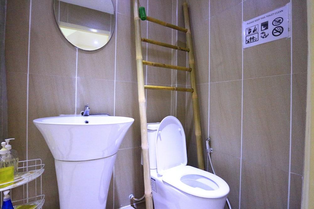 חדר מעונות משותף סטנדרט, נשים בלבד, ללא עישון, טרסה - חדר רחצה