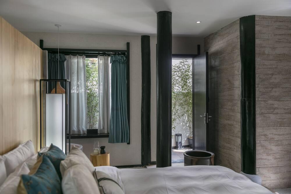 Premier Suite, River View - Water view